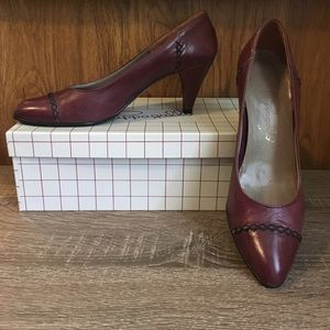 Pair of Pappagallo Women's Heels
